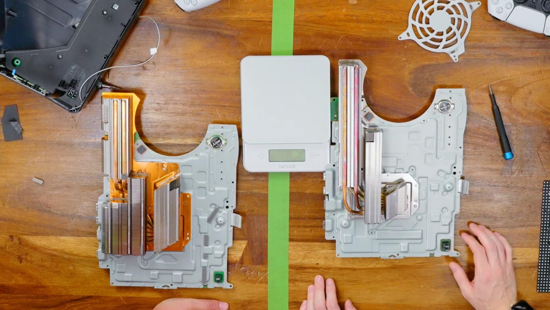 PS5 radiator comparație